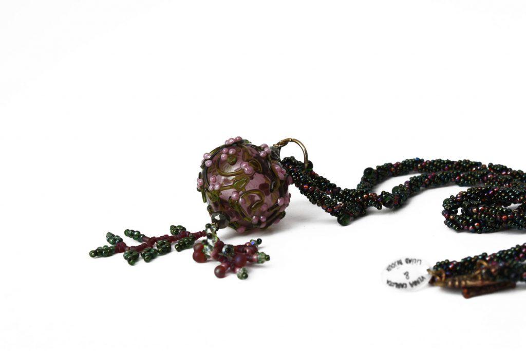 """Adénostyle _ La collection """"Germination"""" est réalisée en collaboration avec Liliad bijoux pour le travail de broderie en micro perles de verre."""