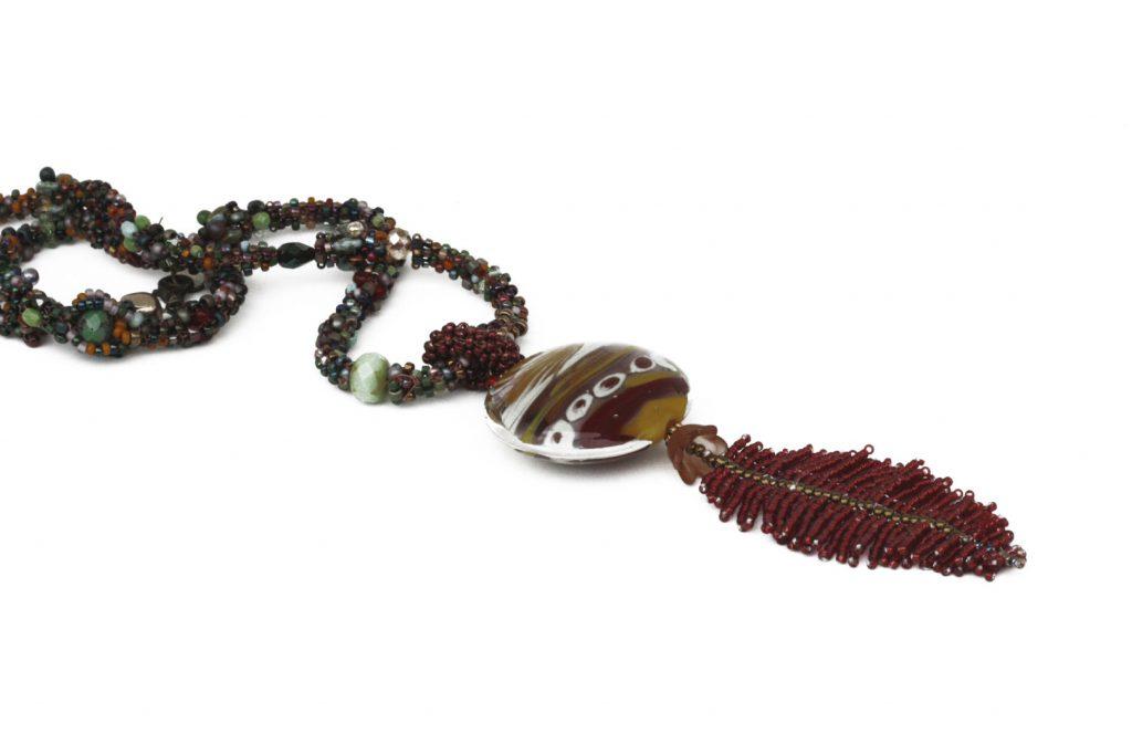 """Amarante _ La collection """"Germination"""" est réalisée en collaboration avec Liliad bijoux pour le travail de broderie en micro perles de verre."""