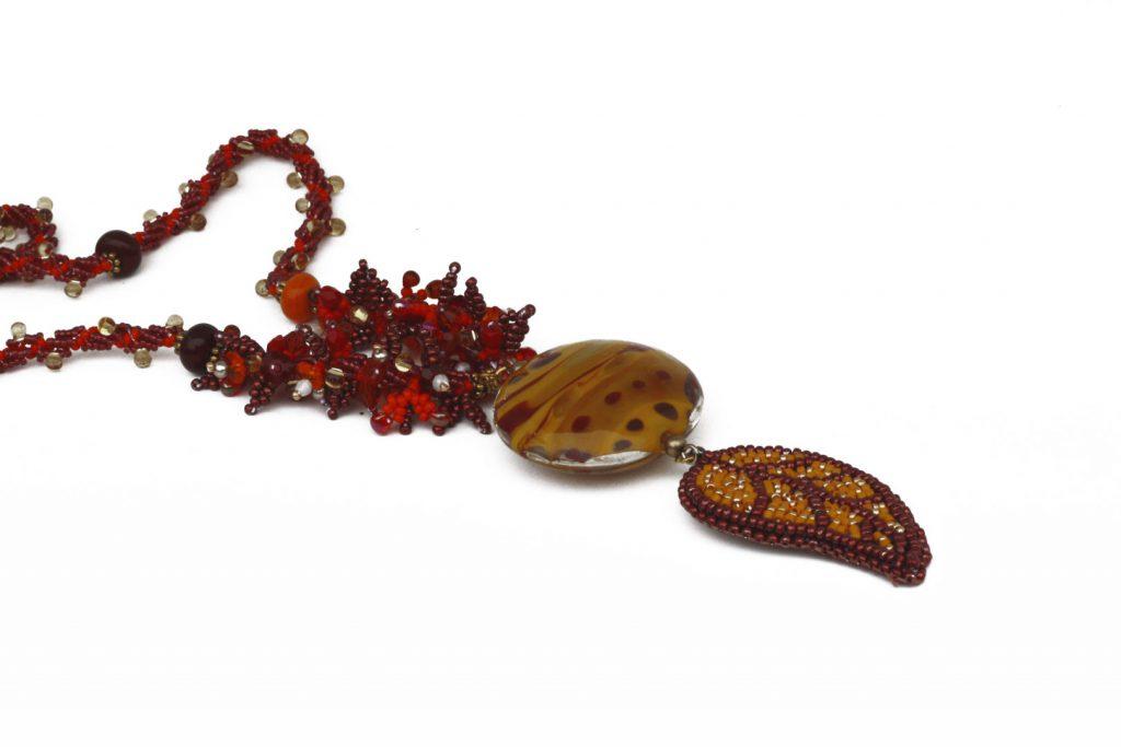 """Carotte _ La collection """"Germination"""" est réalisée en collaboration avec Liliad bijoux pour le travail de broderie en micro perles de verre."""