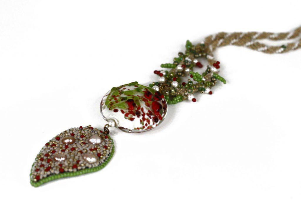 """Figuier _ La collection """"Germination"""" est réalisée en collaboration avec Liliad bijoux pour le travail de broderie en micro perles de verre."""