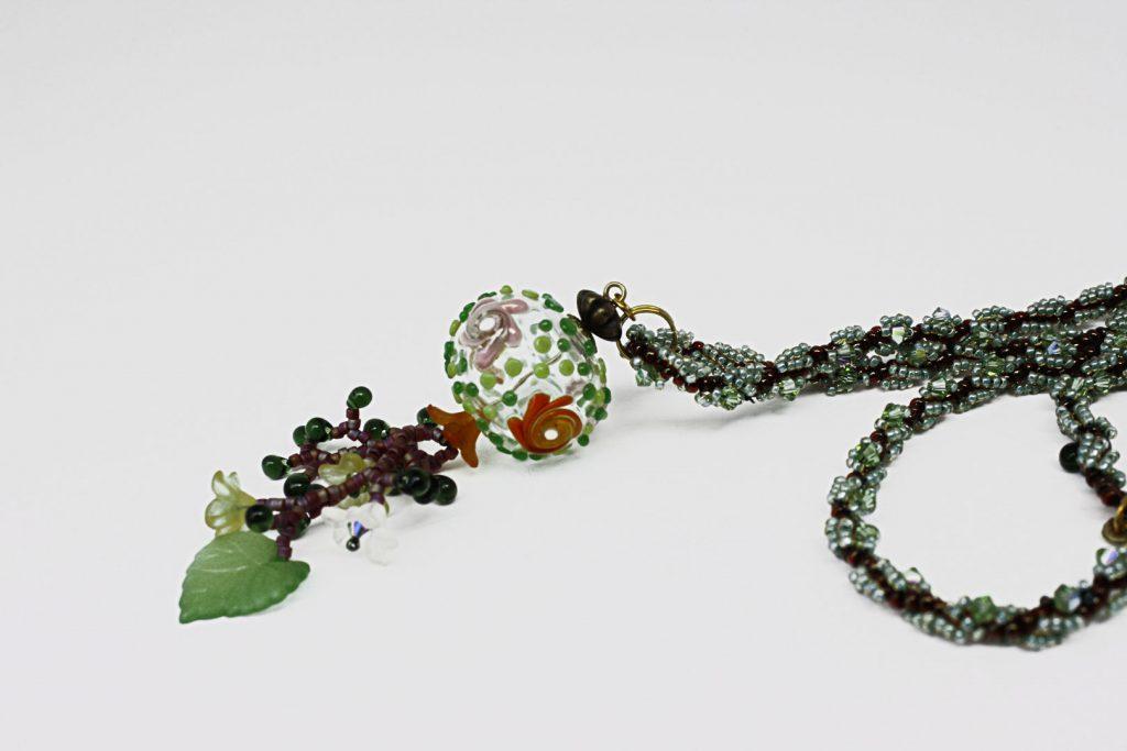 """Juniperus _ La collection """"Germination"""" est réalisée en collaboration avec Liliad bijoux pour le travail de broderie en micro perles de verre."""