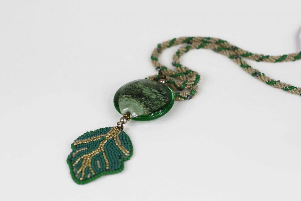 """Pistachier _ La collection """"Germination"""" est réalisée en collaboration avec Liliad bijoux pour le travail de broderie en micro perles de verre."""