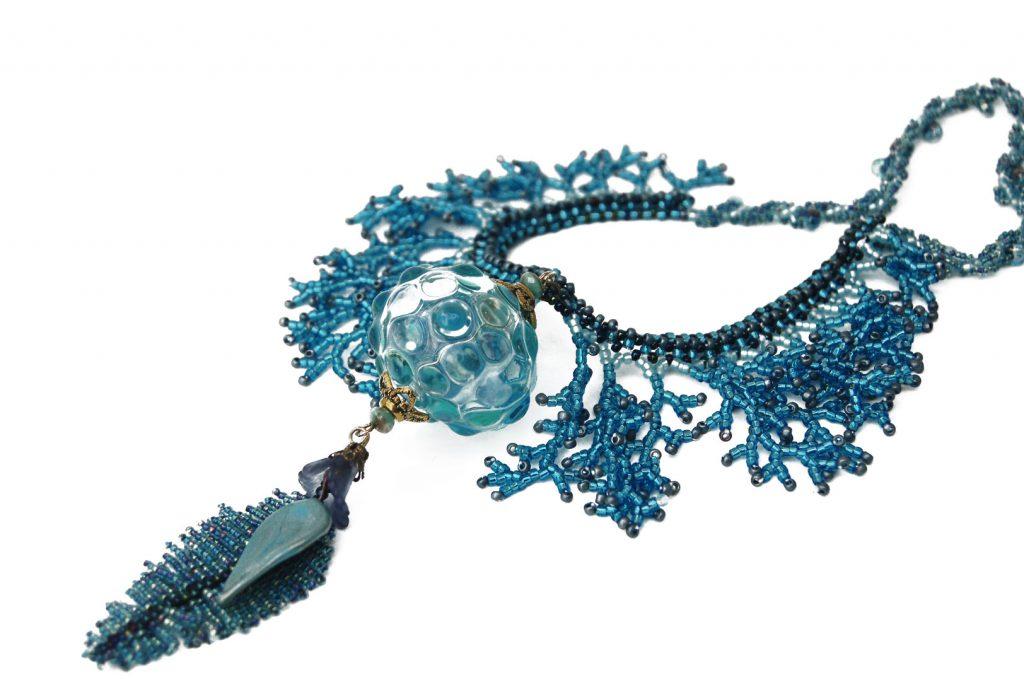 """Plantain d'Eau _ La collection """"Germination"""" est réalisée en collaboration avec Liliad bijoux pour le travail de broderie en micro perles de verre."""