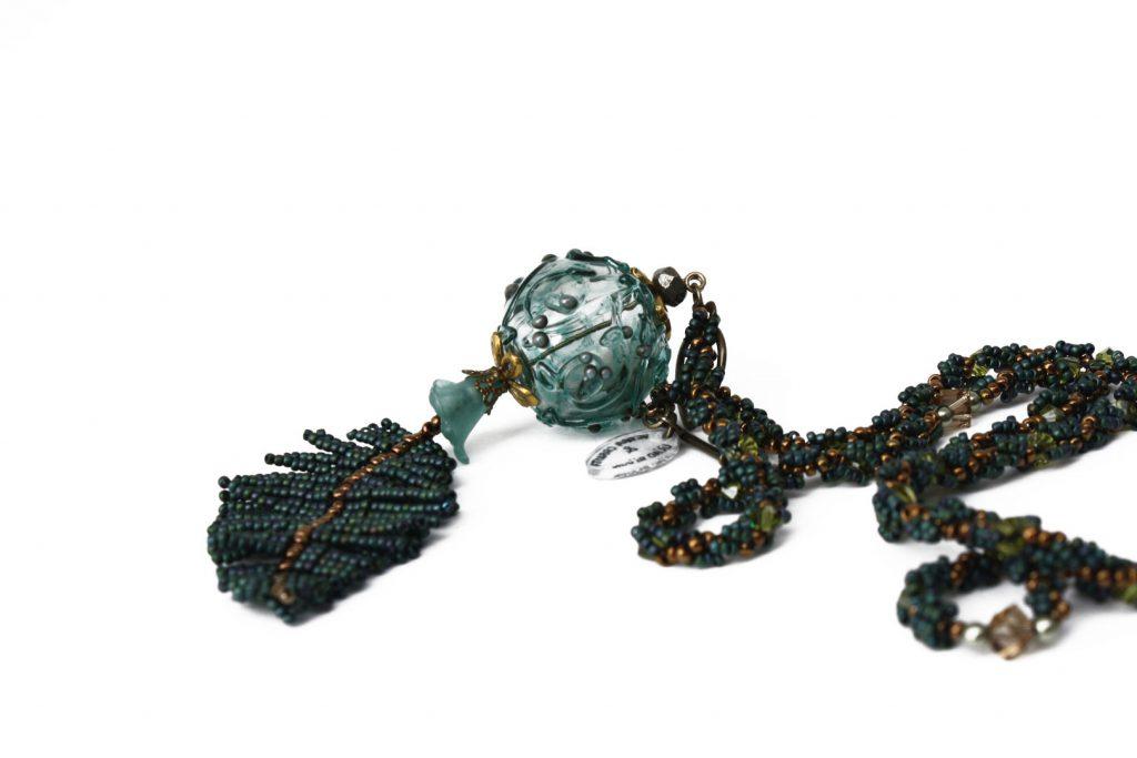 """Salicorne _ La collection """"Germination"""" est réalisée en collaboration avec Liliad bijoux pour le travail de broderie en micro perles de verre."""