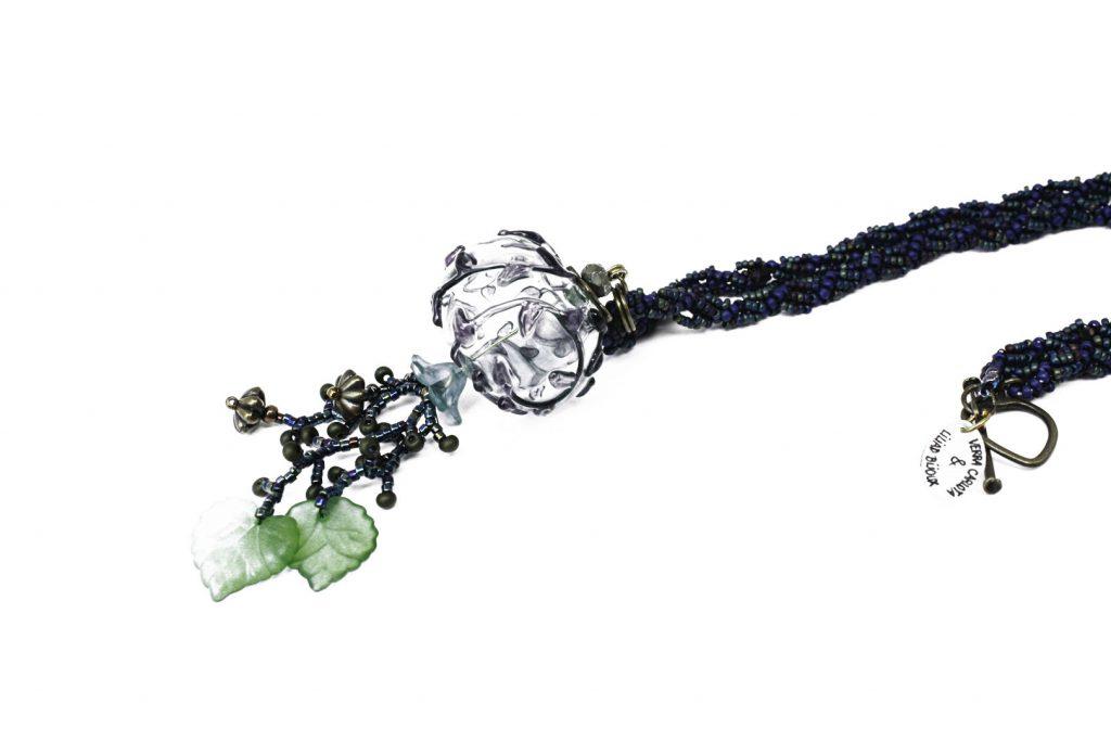 """Scorpiurus _ La collection """"Germination"""" est réalisée en collaboration avec Liliad bijoux pour le travail de broderie en micro perles de verre."""
