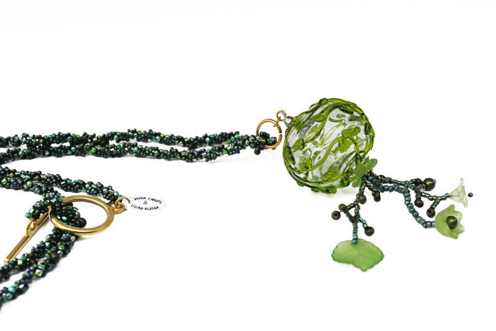 """Tilleul _ La collection """"Germination"""" est réalisée en collaboration avec Liliad bijoux pour le travail de broderie en micro perles de verre."""